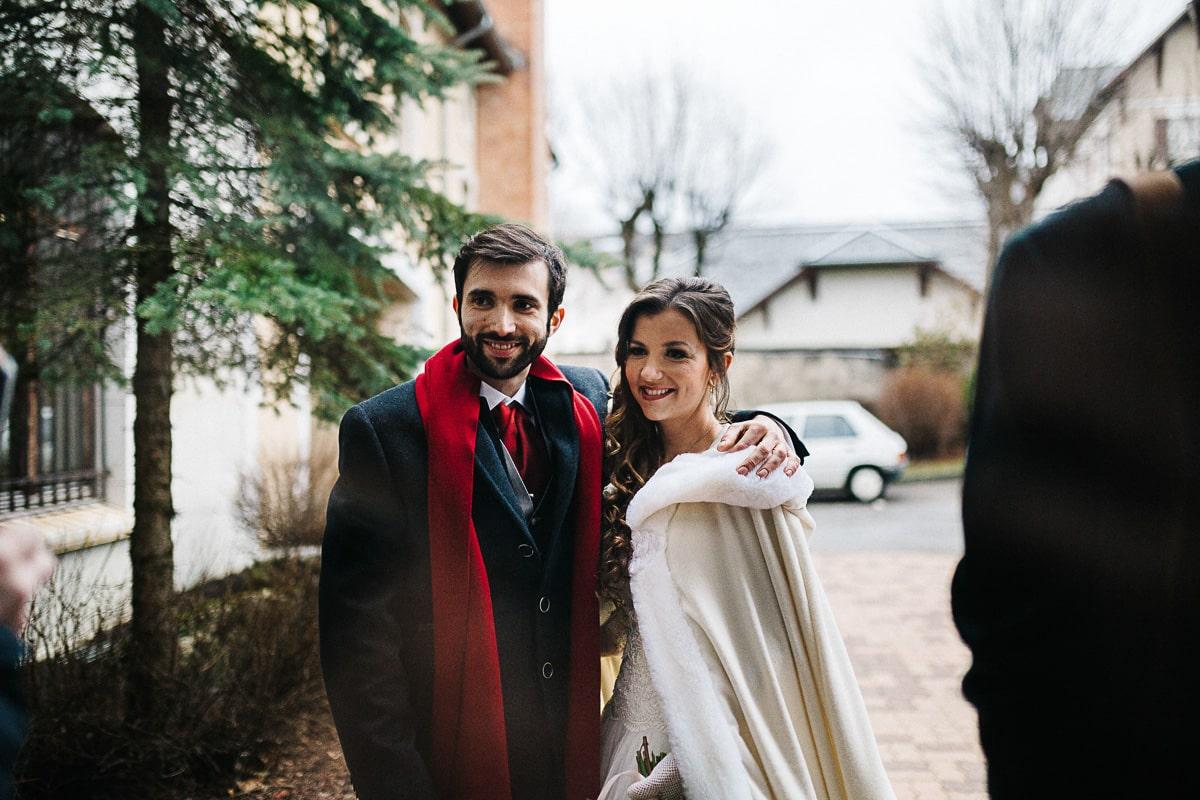 Mariée portant une couverture